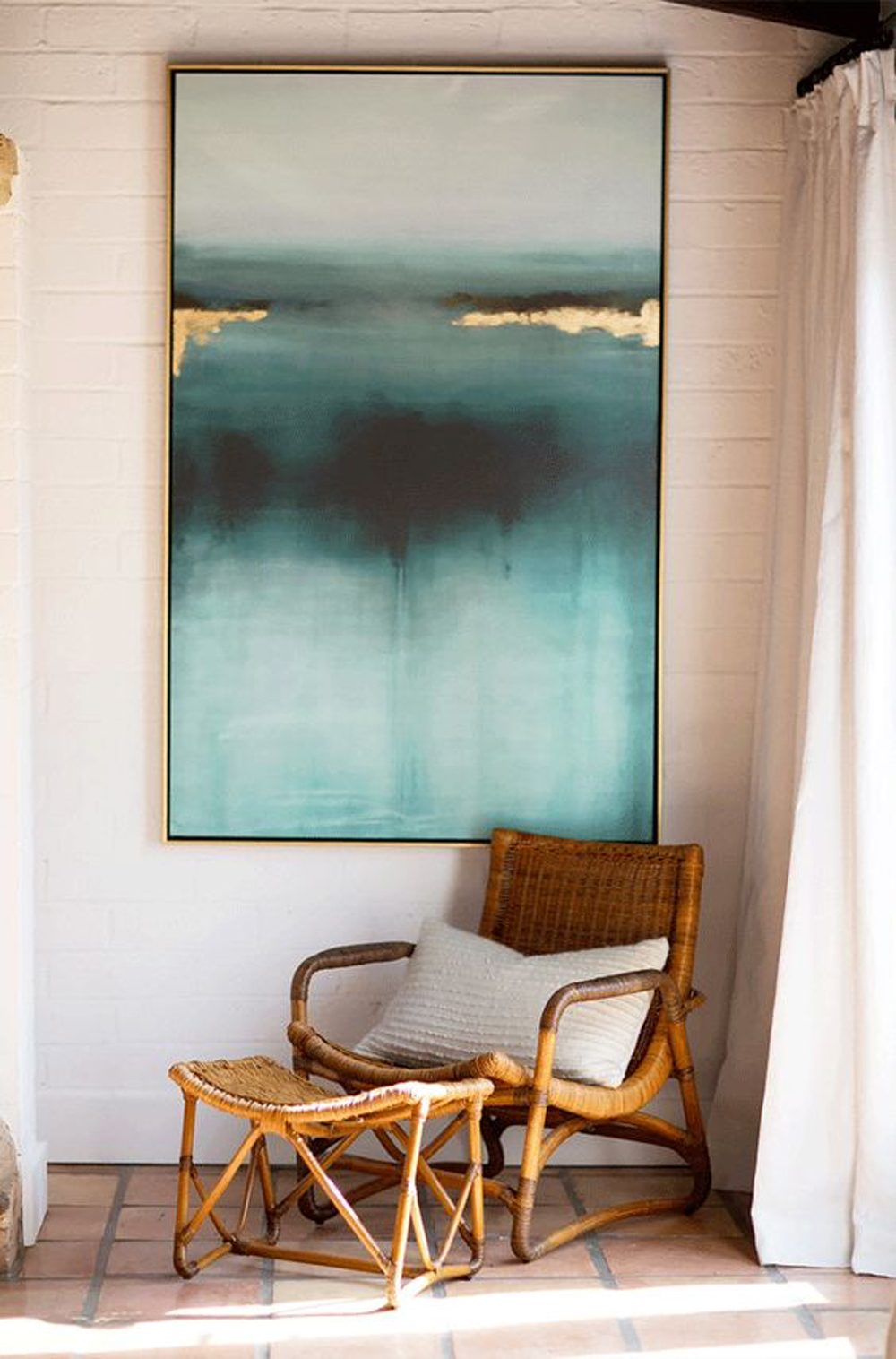 Si vous n'avez pas beaucoup d'espace, optez pour un simple rideau qui permet d'isoler votre oasis de détente du reste du salon.