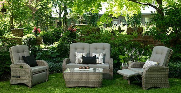 Des fauteuils qui s'inclinent comme mobilier au jardin? Eh oui, c'est désormais possible d'en trouver.