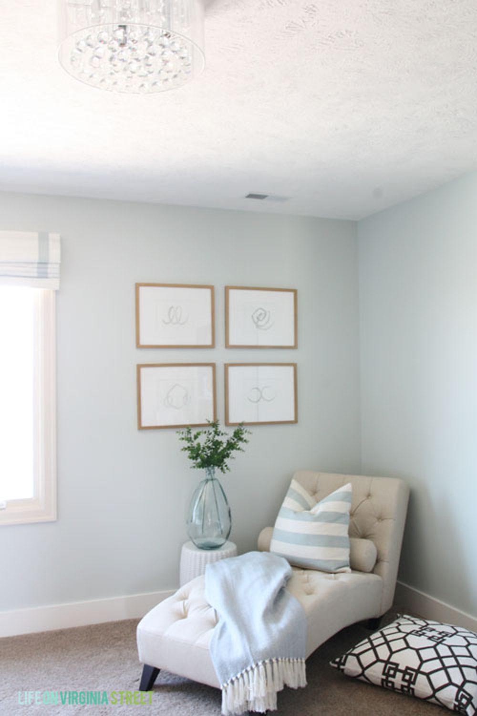 Installer une chaise longue dans un coin de votre salon vous permet de créer une aire de repos attirante.