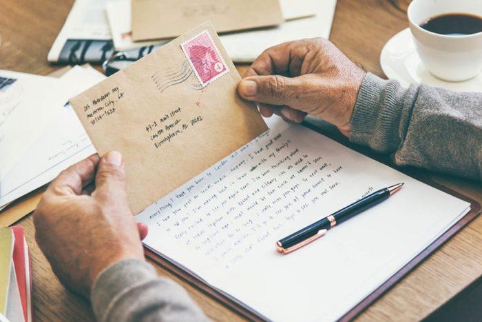 Envoyer des lettres pourrait donner un coup de fouet à notre santé.