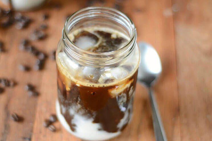 Café glacé thaï avec du lait de coco