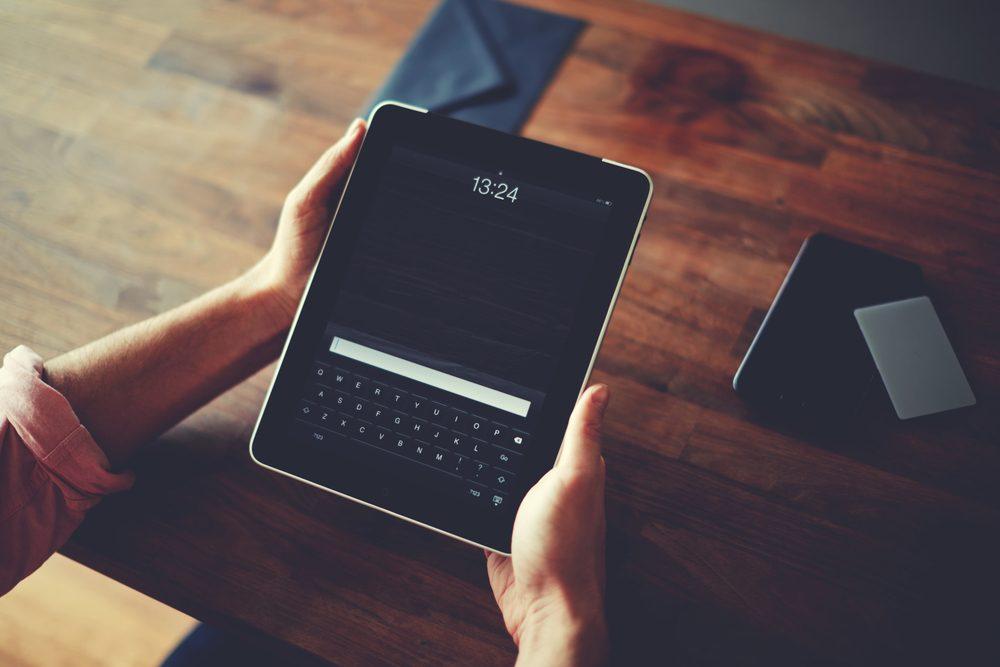 Téléchargez des films ou séries sur votre téléphone ou votre tablette.