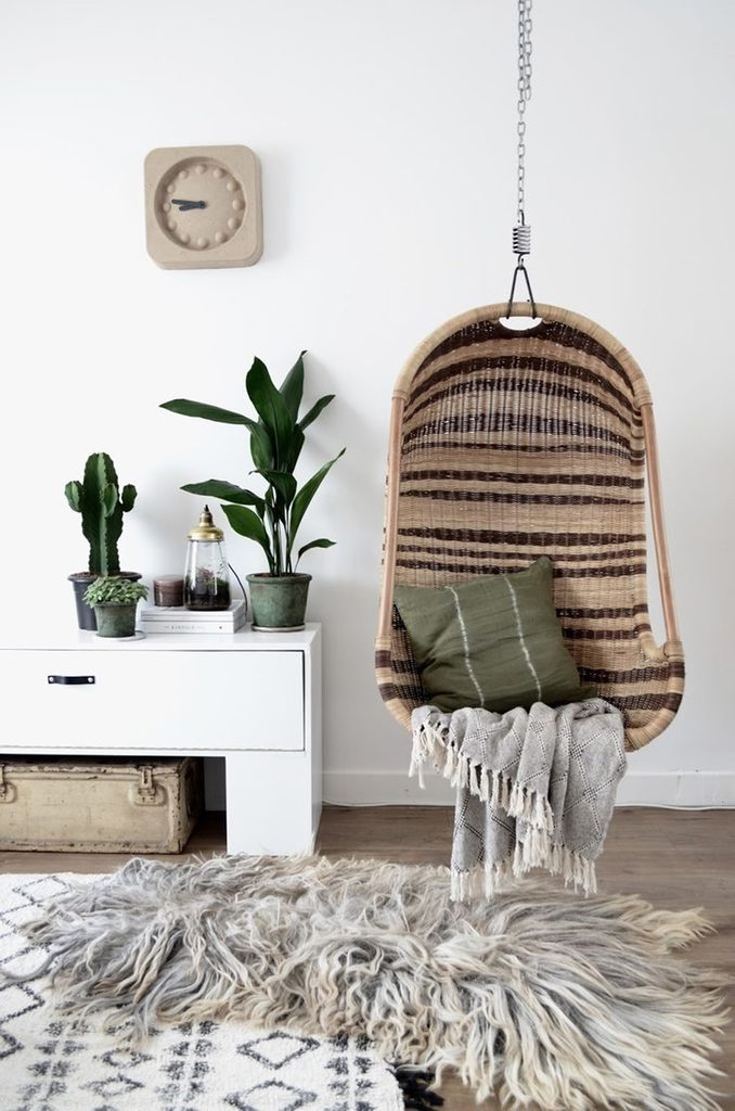 Avoir un fauteuil suspendu directement dans la maison est propice au repos.