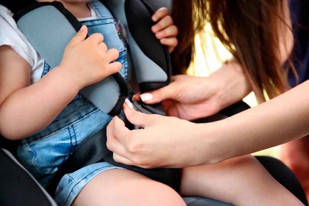 Vérifiez régulièrement les ajustements du siège d'auto.