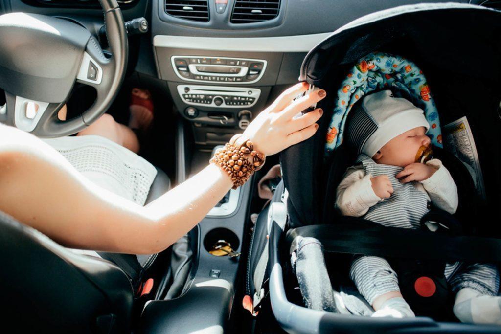 Achetez votre siège d'auto avant votre poussette.