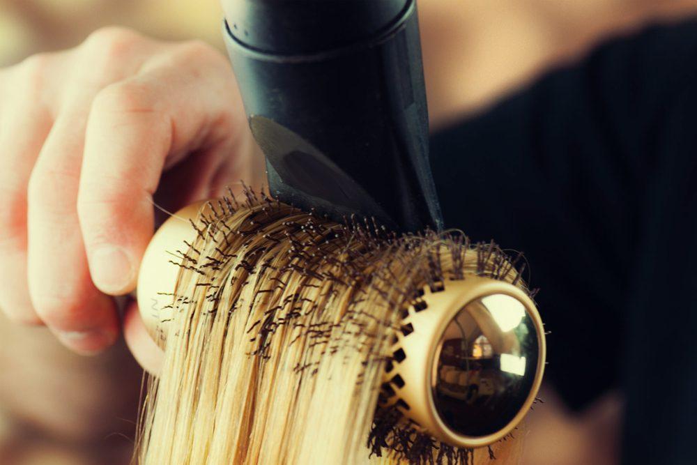Divisez vos cheveux par mèches lors du séchage.