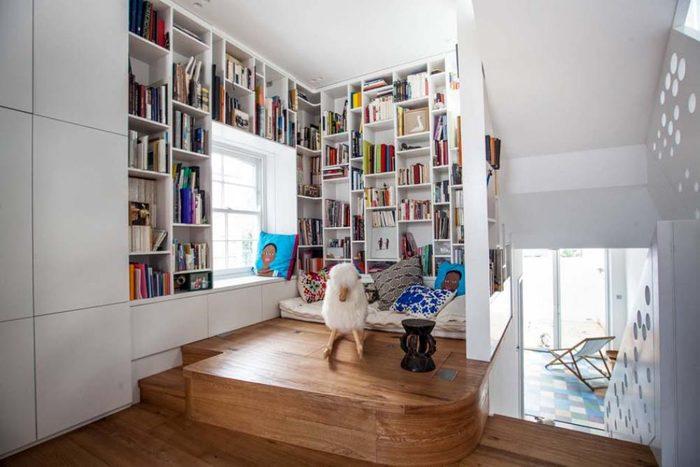 Optimisez l'espace et faites grimper vos tablettes jusqu'au plafond.