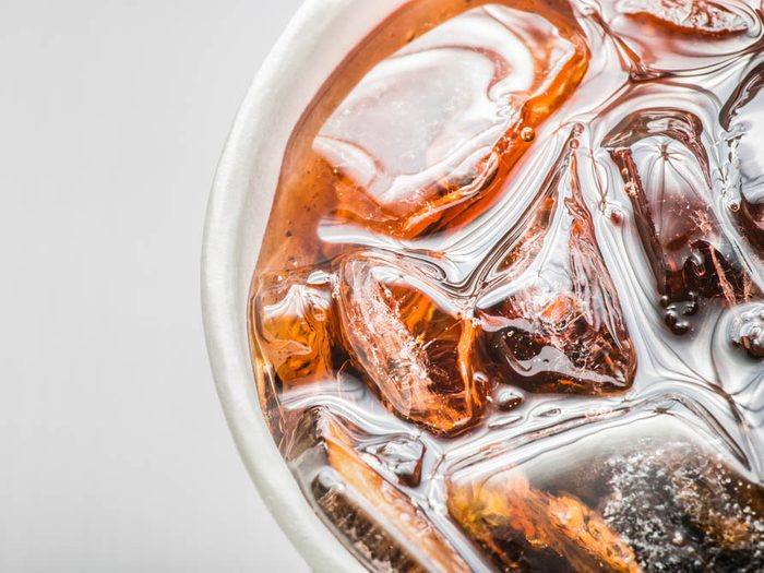 Cet additif présent dans les boissons gazeuses est un édulcorant artificiel.