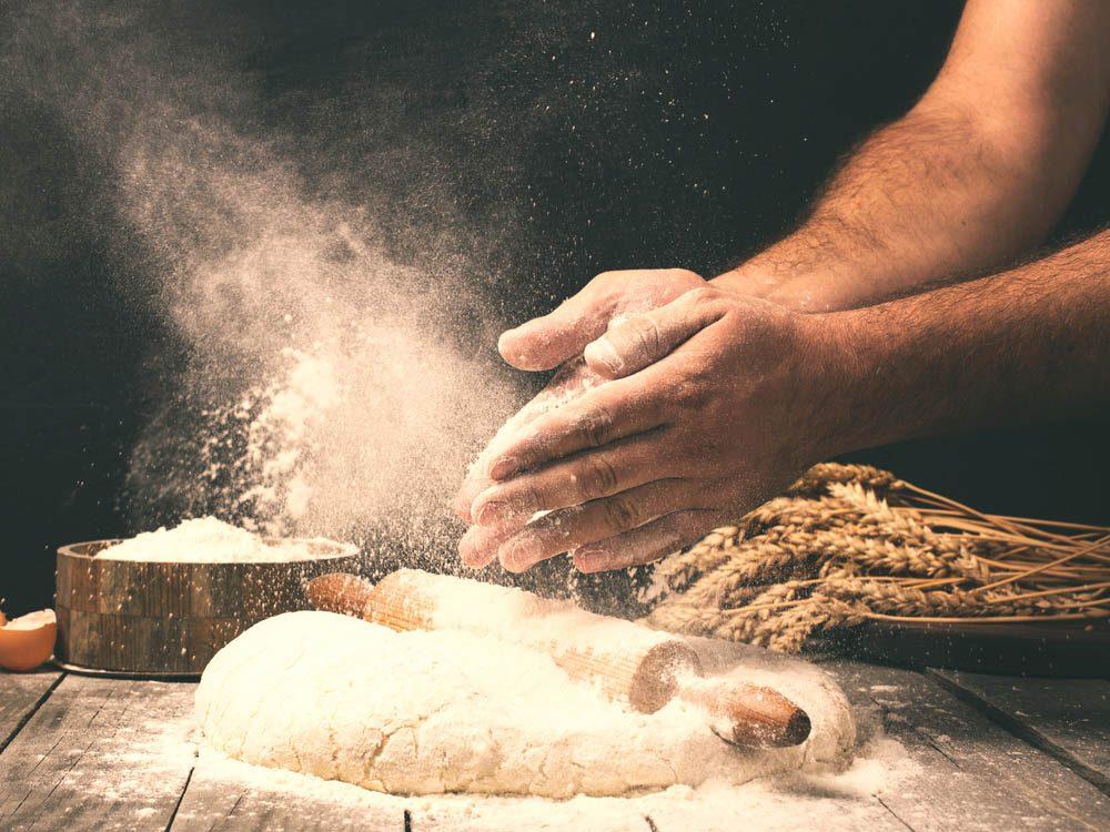 Certains produits de la boulangerie contiennent des huiles végétales partiellement hydrogénées.