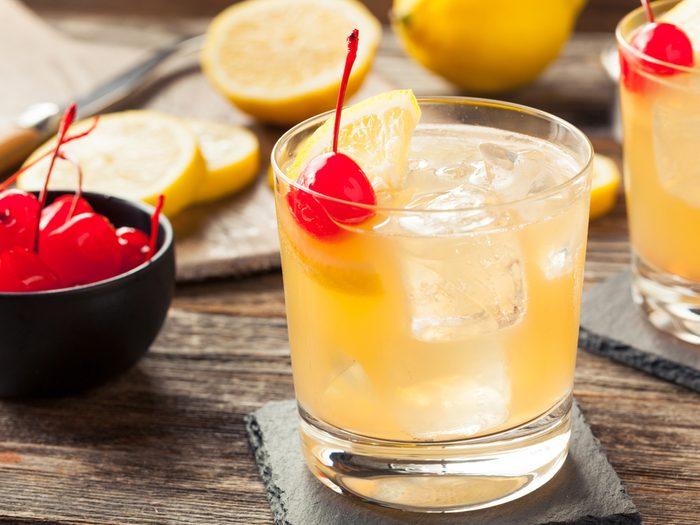Les cerises dans les cocktails contiennent des colorants dangereux pour la santé.