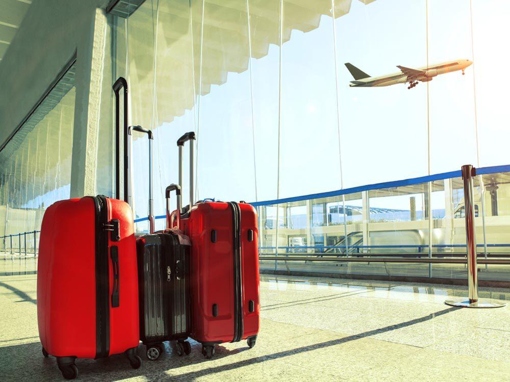 Aéroport: n'oubliez pas vos bagages.
