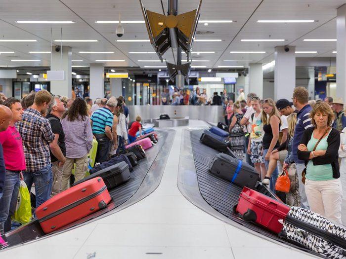 Aéroport: évitez d'encombrer le carrousel à bagages.