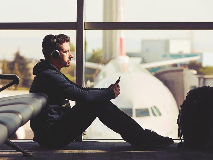 Aéroport: Il est parfois préférable de dépenser un peu plus pour voyager dans le confort.