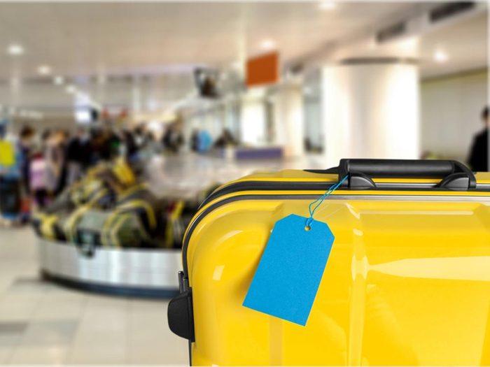 A l'aéroport, pensez à identifier correctement vos bagages.