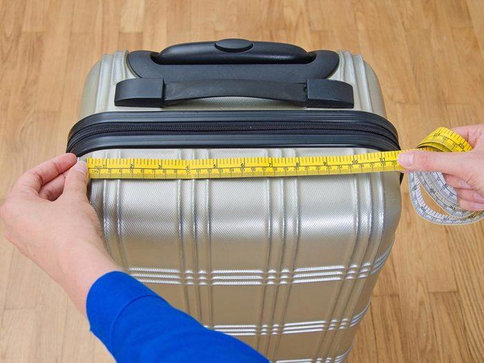 Aéroport: faites vérifier vos bagages avant l'embarquement.