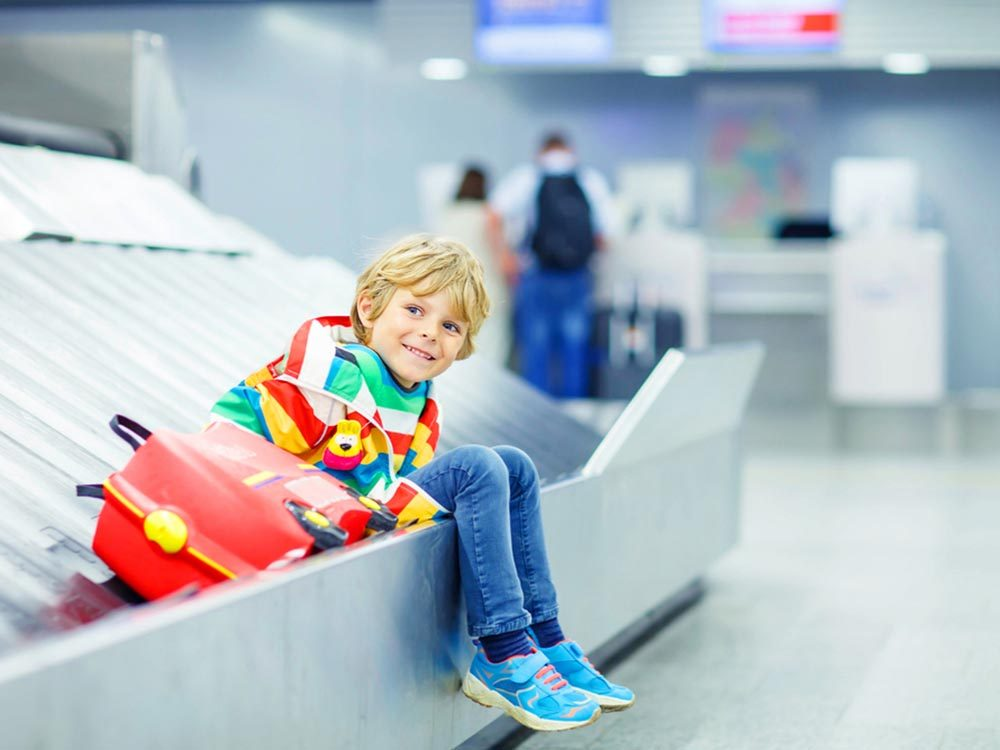 Aeroport: Si vous voyagez avec un enfant et qu'un autre parent en a la garde, n'oubliez pas la lettre de consentement.