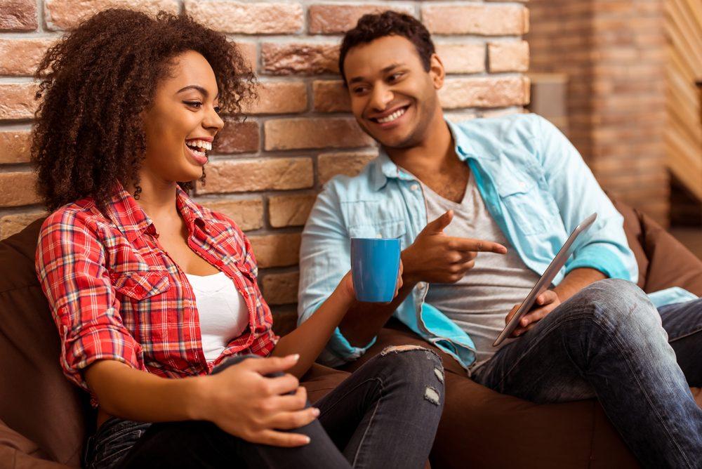 Un couple durable communique souvent