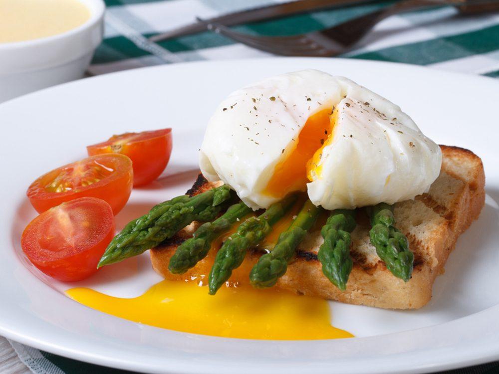 Une recette de toasts fraîcheur aux asperges pour perdre du poids.
