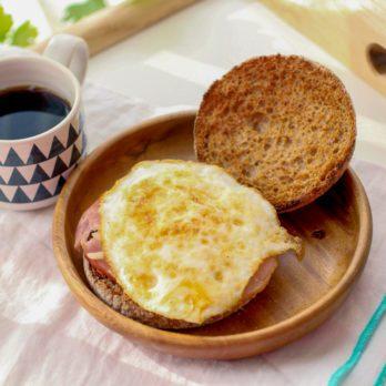 Muffin anglais aux œufs et saucisses (recette santé)