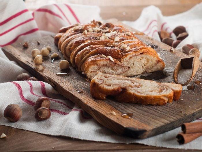 Une recette de pain à la cannelle et aux raisins secs pour un déjeuner minceur