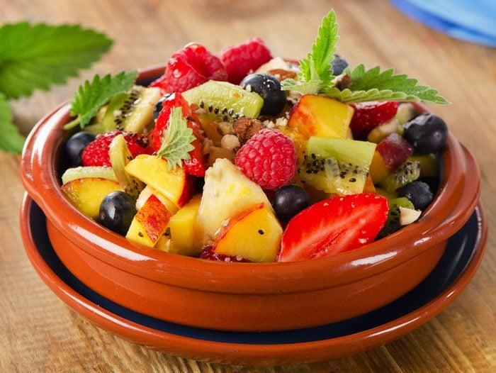 Cette salade de fruits est parfaite pour démarrer la journée.