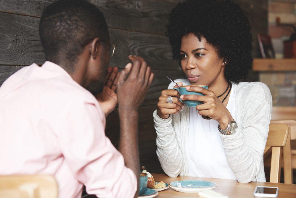 femmes 15 choses que les femmes disent et qui nervent les hommes. Black Bedroom Furniture Sets. Home Design Ideas