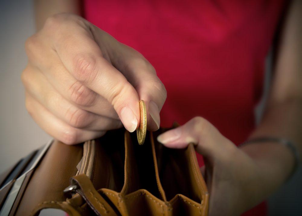 Habitude secrète: vous lancez votre monnaie dans votre sac