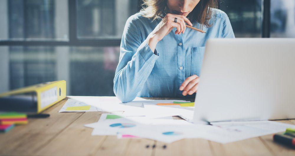 Habitude secrète: vous rêvassez au bureau