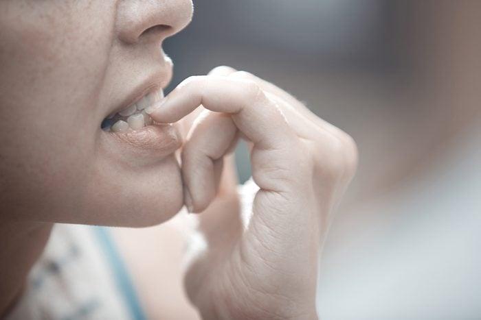 Habitude secrète: se ronger les ongles
