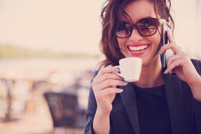 Habitude secrète: vous faites semblant de parler au téléphone