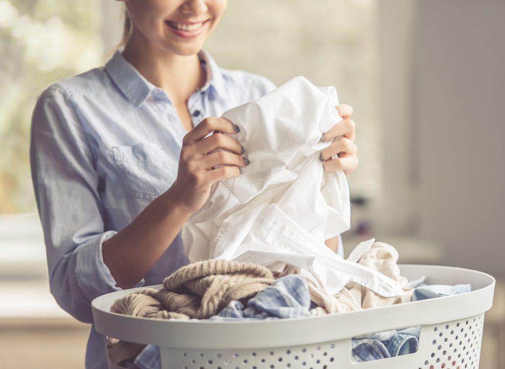 Habitude secrète: vous sentez vos vêtements