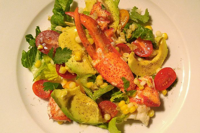 Le homard offre d'excellents bénéfices sur le plan nutritionnel. Voici une salade délicieuse et facile à faire!