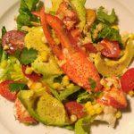 Salade d'été, homard, avocat et coriandre