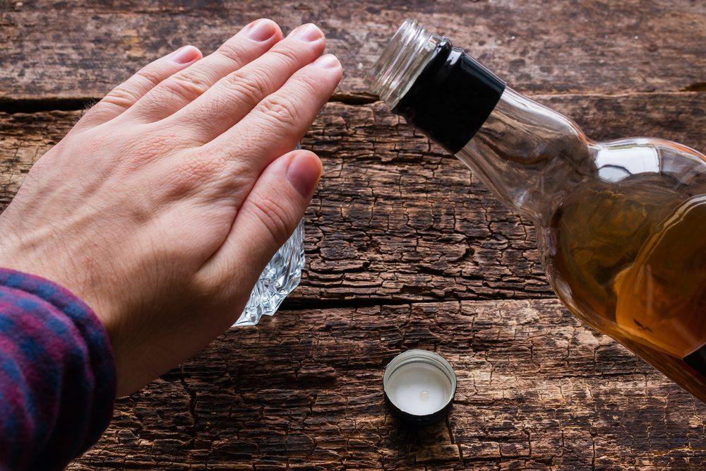 Contrôler votre consommation d'alcool pour préserver la santé de votre coeur.