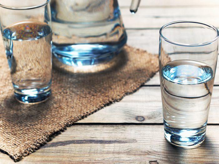 Boire beaucoup d'eau aide à prévenir les maladies du coeur.