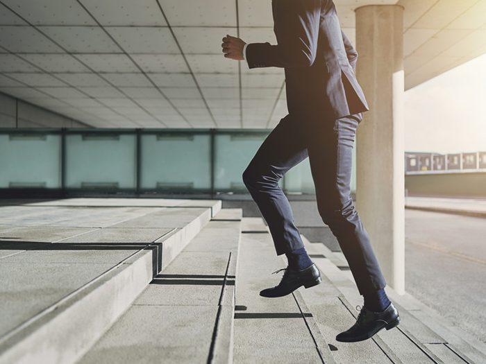 Prendre les escaliers au lieu des ascenseurs est bon contre les maladies du coeur.