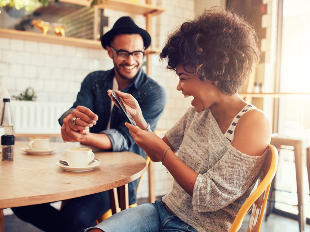 Rire réduit le stress et aide à prévenir les maladies du coeur.