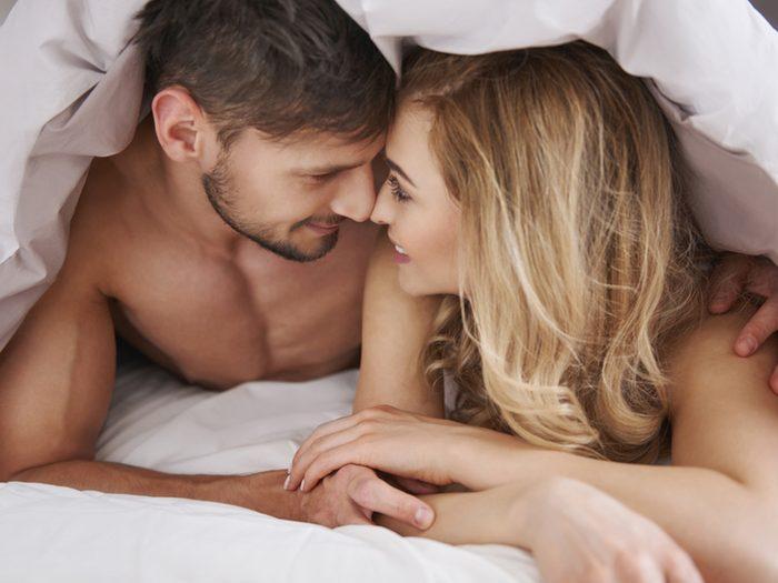 Faire l'amour régulièrement aide à prévenir les maladies du coeur.