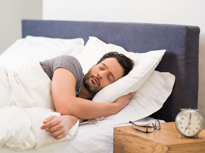 Avoir des heures de sommeil régulières est bon pour le coeur.