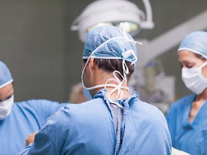 Chirurgie du dos n'est pas nécessairement la meilleure procédure médicale.