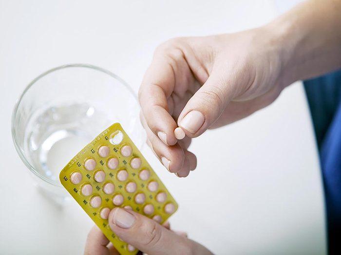 Procédure médicale: hormonothérapie de remplacement après la ménopause comporte des risque.