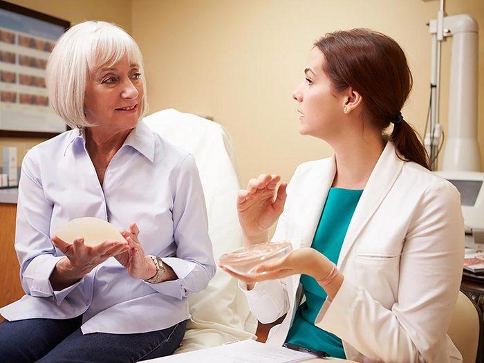 Procédure médicale: Reconstruction mammaire comporte des risques.