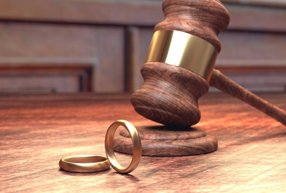 Quatre mois après leur mariage en 1994, un New-Yorkais a secrètement divorcé de sa femme en République dominicaine.