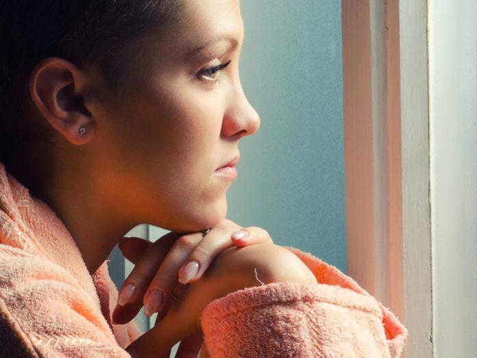 Une femme atteinte d'un cancer