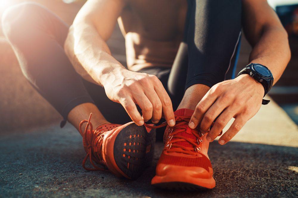 Une bonne paire de souliers qui respirent et gardent vos pieds au frais est primordial pour une séance d'entraînement confortable.