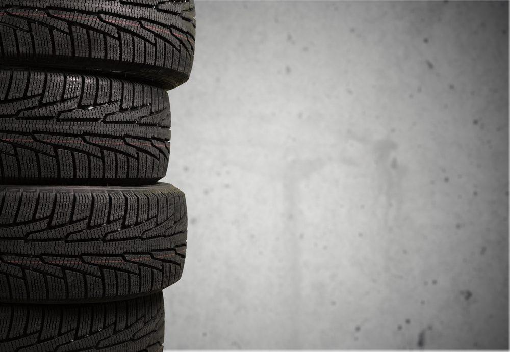 Vérifiez la grandeur des pneus et vérifiez si vous pouvez utiliser ceux de votre ancienne voiture.