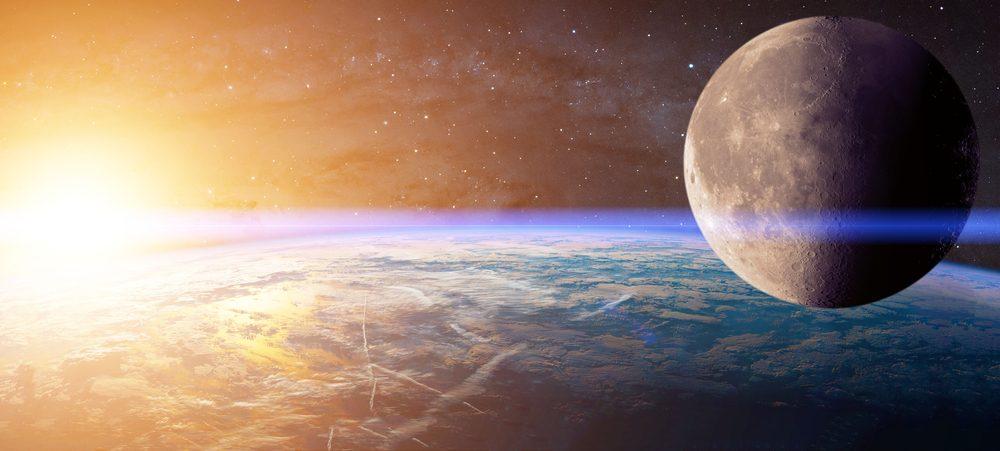La Lune est quatre fois plus petite que la Terre et quatre cent fois plus petite que le soleil.