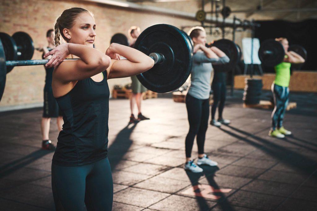 Les amateurs des cours en groupe sont souvent des personnes sociables, qui vont chercher leur motivation dans la présence des autres qui participent à l'activité.