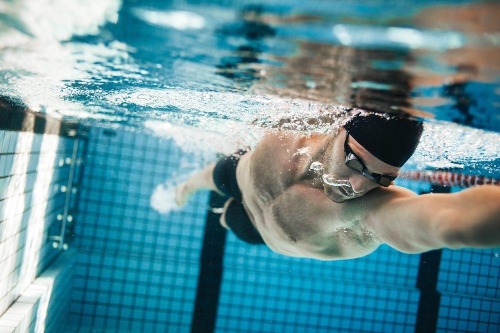 La natation sollicite tous les muscles du corps.