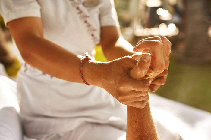 Il existe plusieurs points sur les avant-bras qui permettent de diminuer l'anxiété et d'autre émotions.